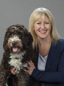 Meray Kirch mit Bürohund